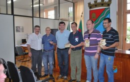 Imprensa recebe CD e DVD do 1º Canto de Luz