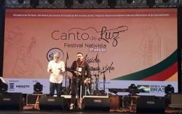 https://www.cantodeluz.com.br/imagens/h163_w260__Lamparina da Canção leva 18 jovens talentos ao palco do Festival