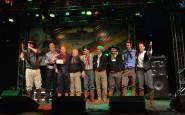 Troféus de 1º lugar da fase local e música mais popular, foi para