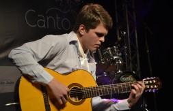 Juvenil - De Fontoura Xavier, Felipe Pinheiro cantou A Grade dos Olhos (2).JPG