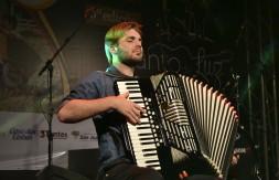 Juvenil - De Sapiranga, João Pedro Ritter de Moraes canta Patricinha (1).JPG