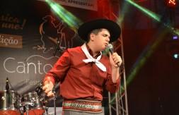 Juvenil - De Sapiranga, João Pedro Ritter de Moraes canta Patricinha (3).JPG