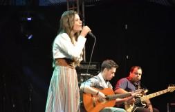 Nathalia de Carli Kollet cantou Sinceridade no Palco do CTG Clube Farroupilha (6).JPG