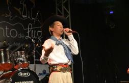 Mirim - Andrei Eduardo da Silva, de Campo Bom, cantou a milonga Guri de Campo (2).JPG