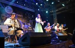 Mirim - De Santo Ângelo, Carolina Bracht da Veiga com a canção Entre Flores e Andorinhas (2).JPG